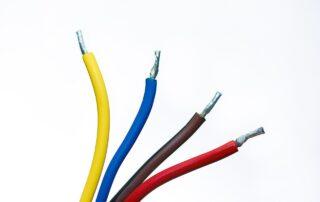 Kable elektryczne w domu - jak je rozprowadzić